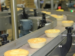 By-pass conveyor of a pie line